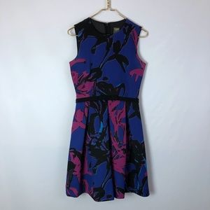 Taylor sleeveless floral dress with bow size small